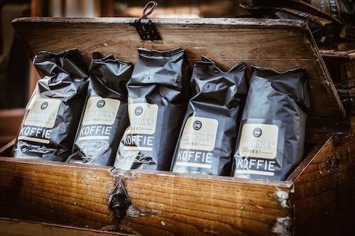 Van Balen koffiezakken in oude bakfiets
