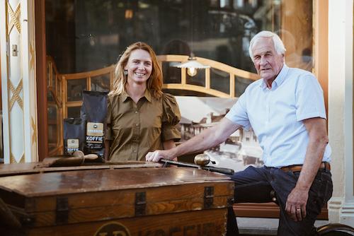 Willy van BAlen en Mariska van Balen bij oude bakfiets